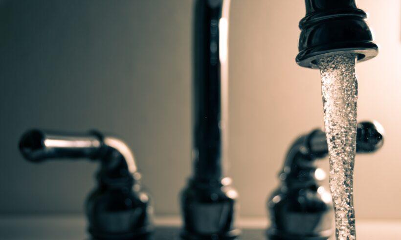 Suntem curioși: Vasluiul va plăti apa caldă din București?